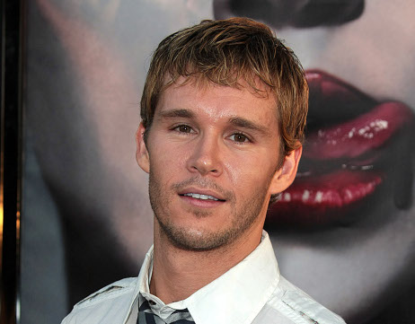 Pillan a Ryan Kwanten de True Blood enseñando su